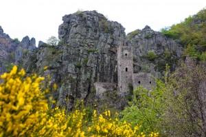 Chateau dans les gorges de la Borne